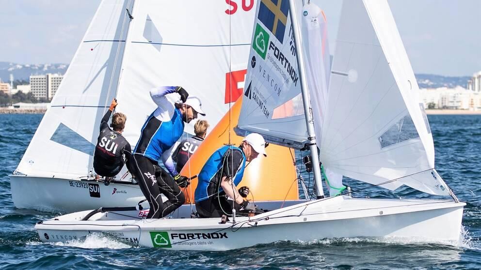 OS-klara Anton Dahlberg och Fredrik Bergström leder VM