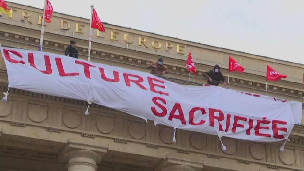 Teatern Theatre del´Odeon i centrala Paris ockuperas av missnöjda kulturarbetare.