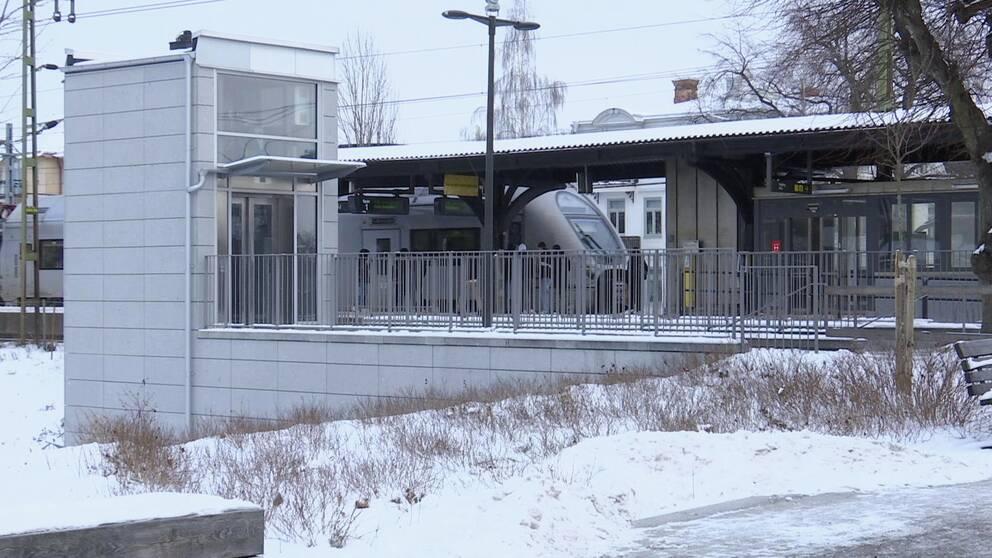 Kumla järnvägsstation, tåg, perrong