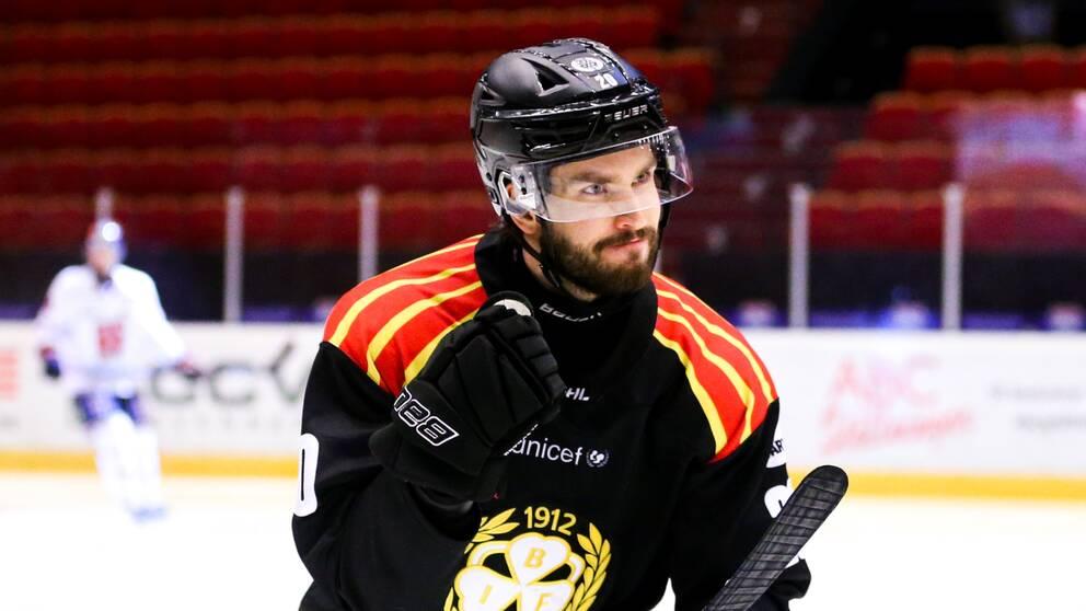 Brynäs Oula Palve jublar efter 2-0 mot Örebro.