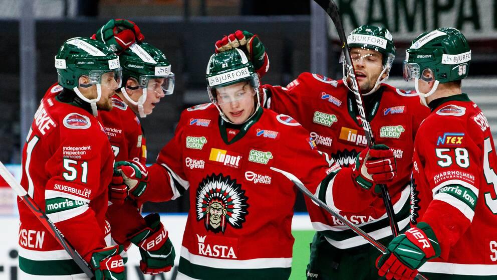 Karl Henriksson visade vägen med sitt 1-1-mål mot IKO.