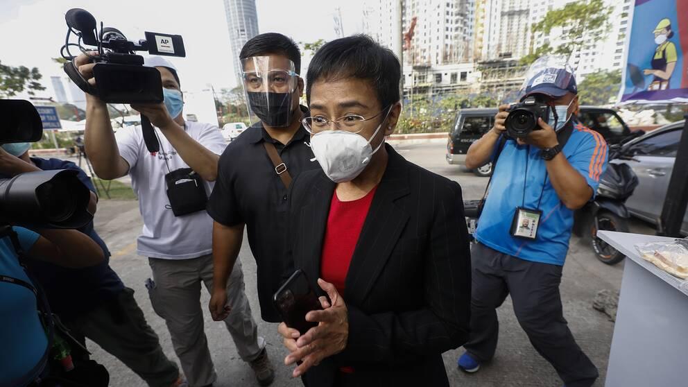 I anslutning till rättegången mot journalisten och chefredaktören Maria Ressa i Filippinernas huvudstad Manila.