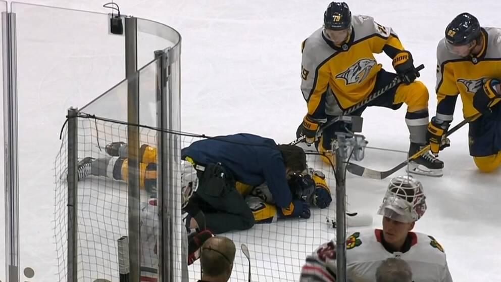 Viktor Arvidsson blev liggande efter en kollision.