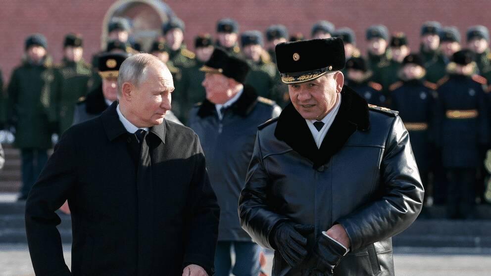 Rysslands president Vladimir Putin (vänster) och försvarsminister Sergej Shoigu (höger).