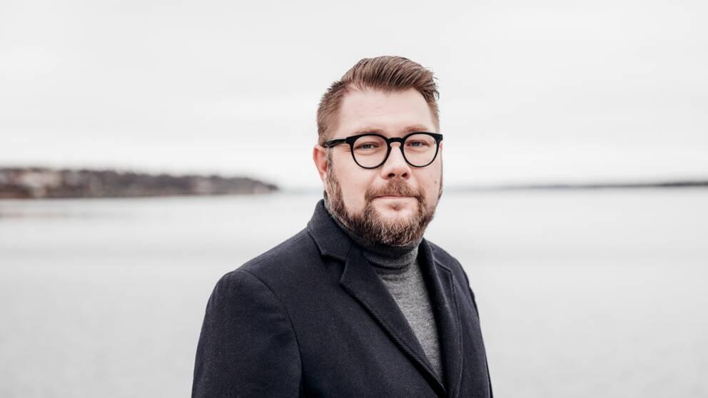 Dan Nilsson (S), kommunstyrelsens ordförande i Västervik, vill inte att kommunen själva inför snabbtestning av elever inför skoldagen.