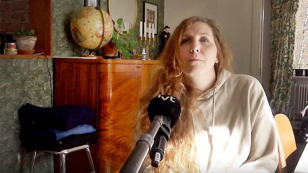 Starta klippet för att höra Tiina Hamsch berätta om situationen med 15-årige sonen Dominic, och konsekvenserna av närvaroprojektet i Karlstad kommun som nu avslutas.