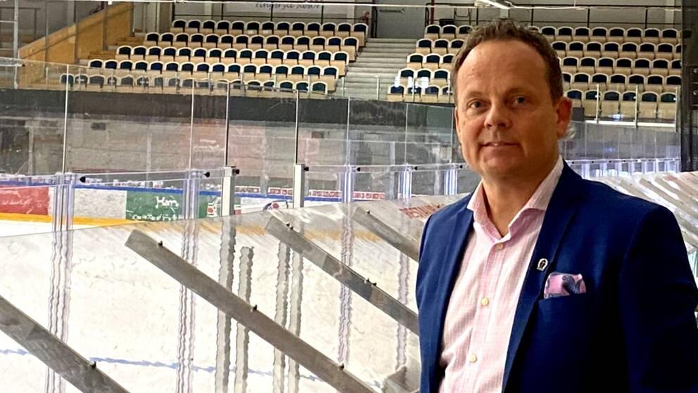 Bild i isahllen på Niclas Lennartsson, vd hos Tingsryds AIF.