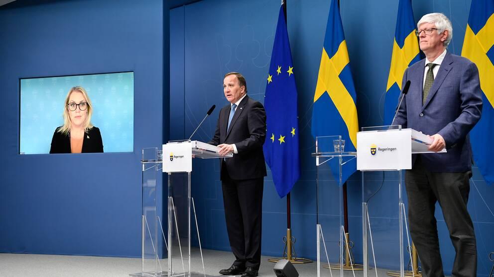 Socialminister Lena Hallengren (S), statsminister Stefan Löfven och Folkhälsomyndighetens generaldirektör Johan Carlson under en digital pressträff.