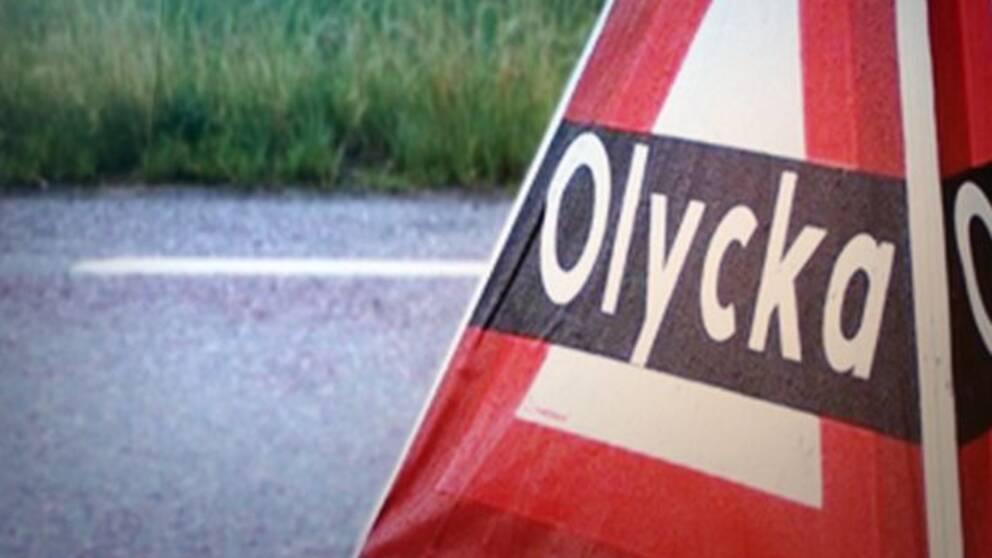 Olycksskylt på en bilväg.