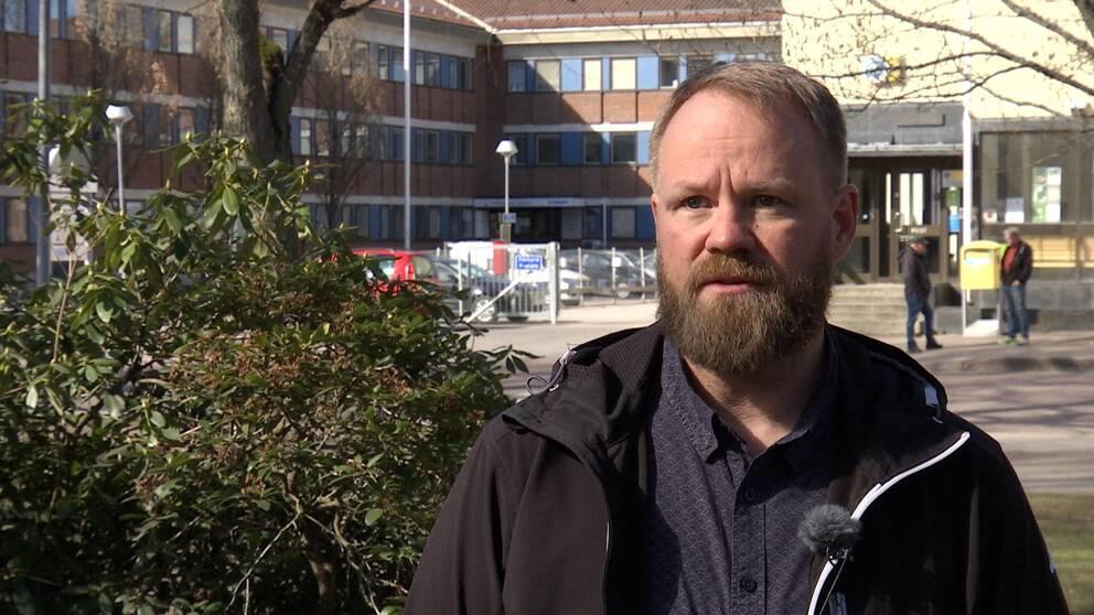 Hör överförmyndarnämndens Magnus Warnicke berätta mer om varför fler unga behöver hjälp.
