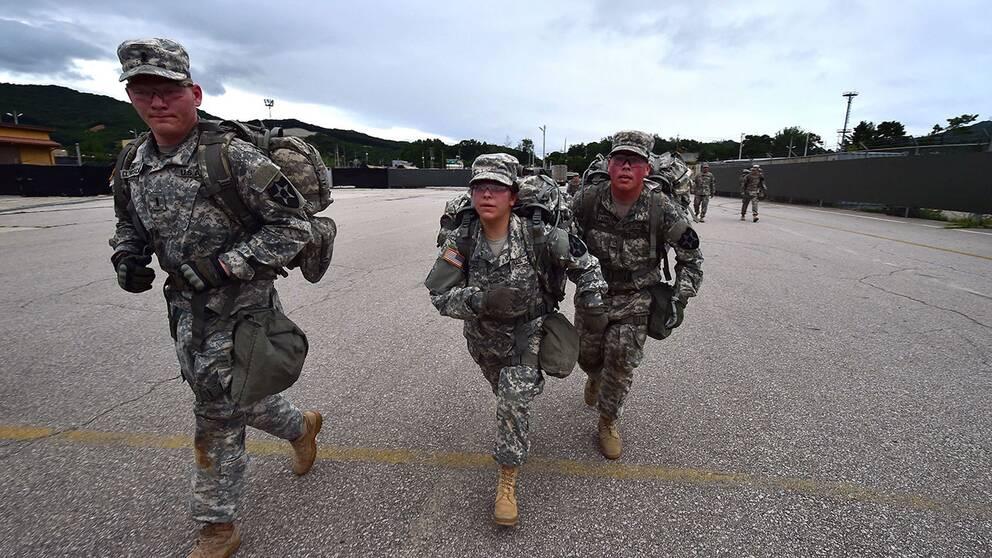 Försvarsministern i USA öppnar upp för att transsexuella ska få jobba öppet inom militären.