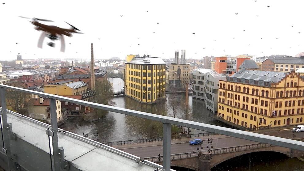 Norrköping skyline med en massa ditritade drönare