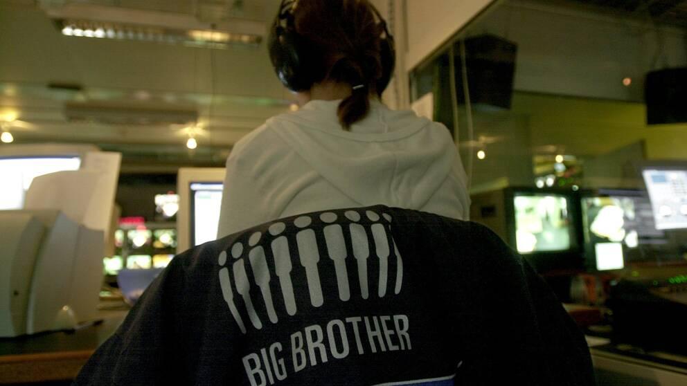 Kontrollrummet under den allra första svenska säsongen av Big brother år 2000. Sedan dess har mycket hänt runt synen på sexuella trakasserier, visar SVT:s genomgång.