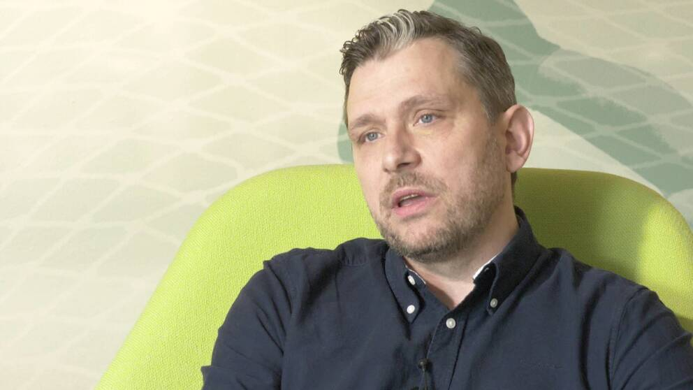 Fredrik Joulamo, generalsekreterare Svenska basketbollförbundet, håller inte med spelaren Kalis Loyd om att hudfärg påverkar laguttagningar i landslaget.