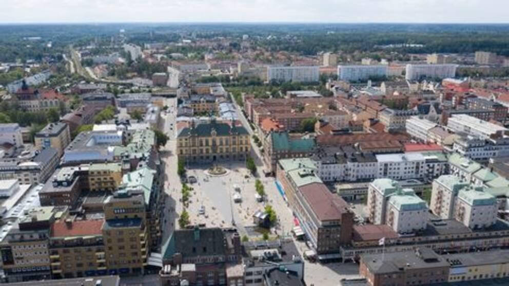 Centrala Eskilstuna från ovan med Fristadstorget i fokus.