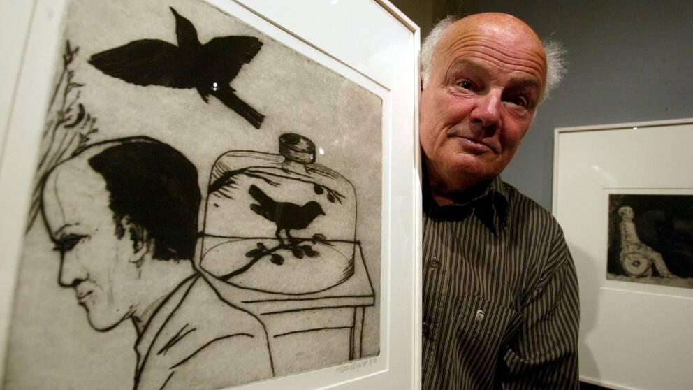 Hans Wigert i samband med en utställning på Grafikens Hus i Mariefred 2002.