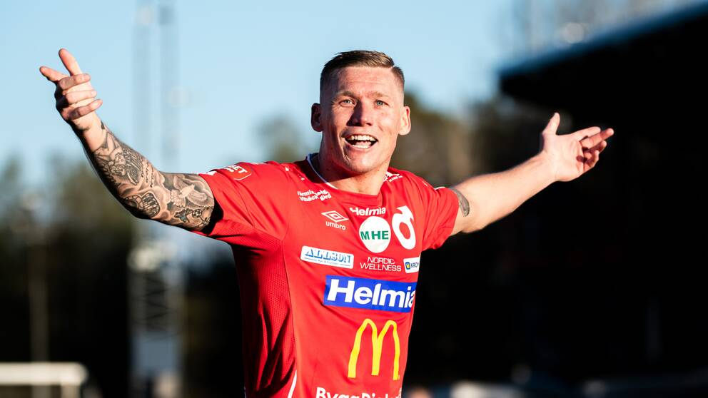 Victor Edvardsen stod för ett hat-trick mot Örebro.