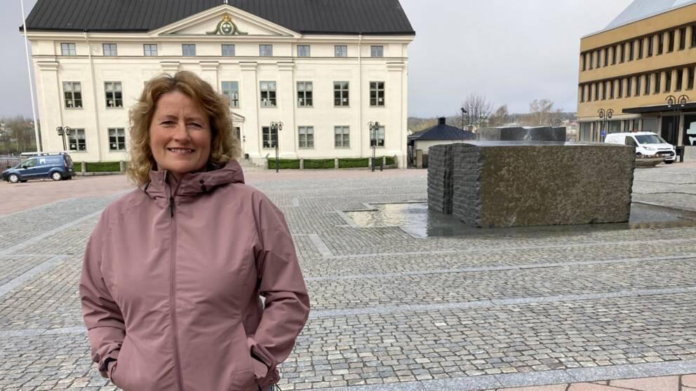 Agneta Nyholm vill ta fram en källa som finns i marken under stora torget i Härnösand.