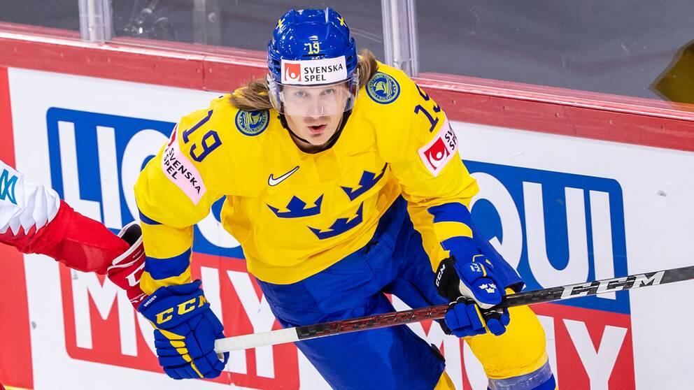 Marcus Sörensen i sin VM-debut i går som Tre Kronor chockartat förlorade mot Danmark.