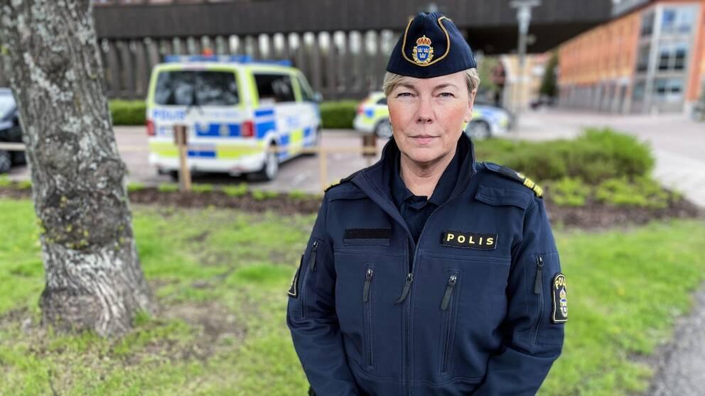 polisen Christina Hallin utomhus