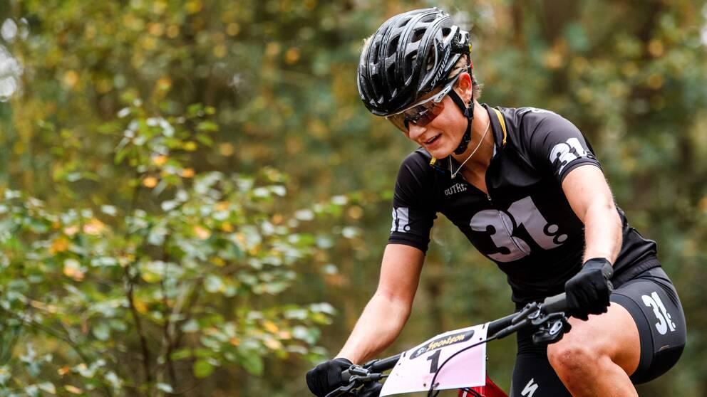Jenny Rissveds fick avbryta gårdagens VC-tävling på grund av magsmärtor.