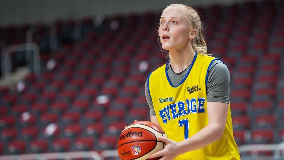Klara Lundquist skjuter på WNBA-spel till nästa säsong.