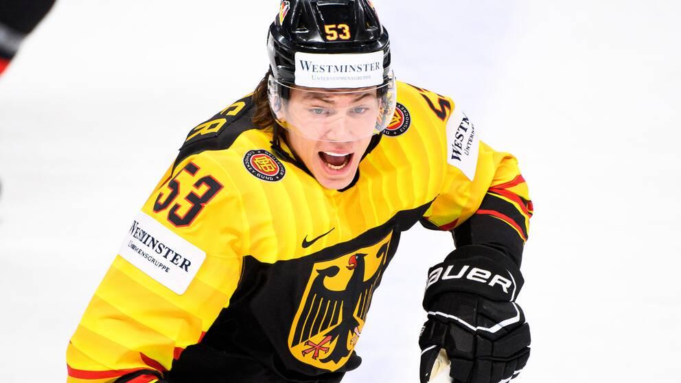 Tysklands Moritz Seider siktar på att ta en ordinarie tröja i Detroit i NHL nästa säsong.