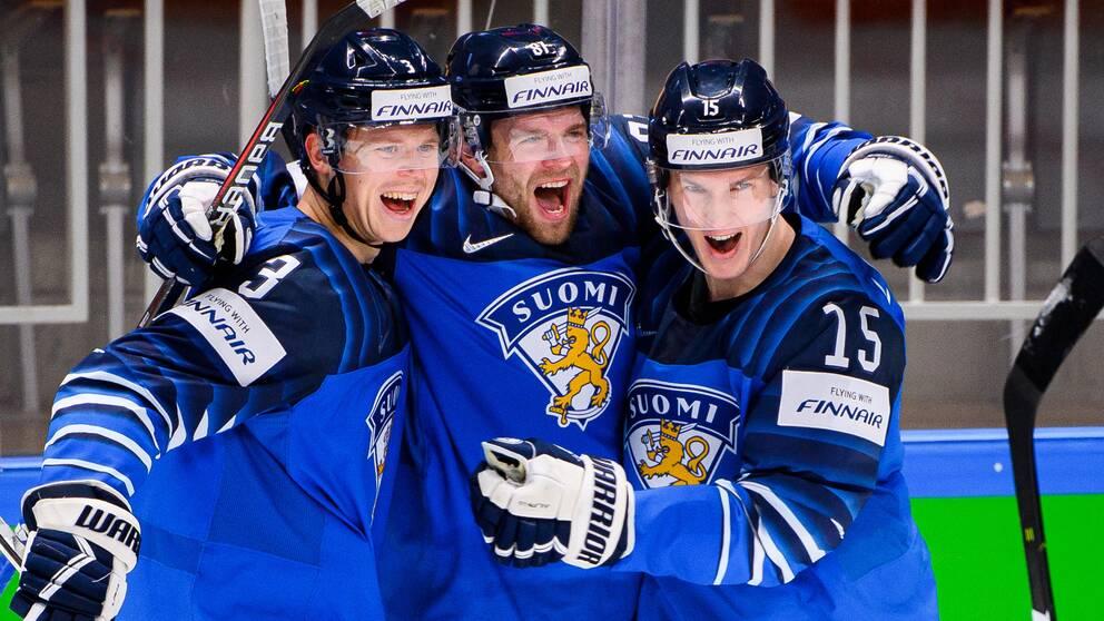 Anton Lundell (längst till höger) och hans Finland är på jakt efter VM-guld mot Kanada i dag.