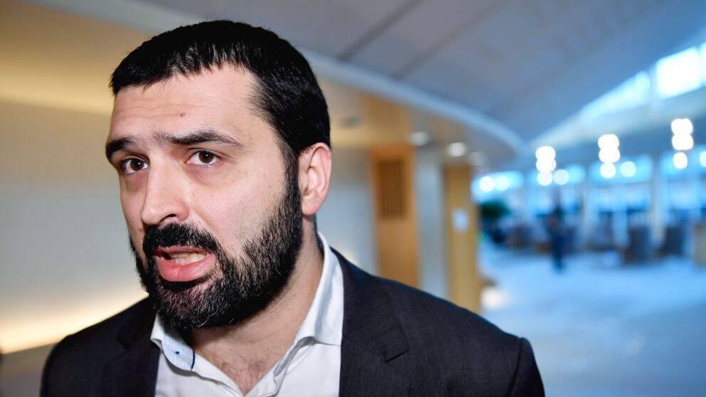 Vänsterpartiets Ali Esbati (V)