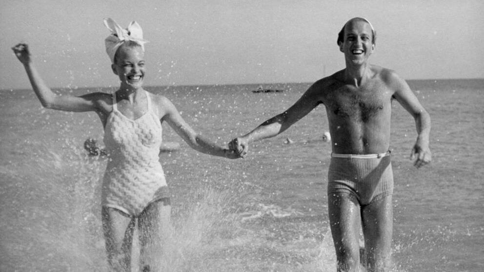 Mary Rapp och Hasse Funck firar sommar i Falsterbo 1949.