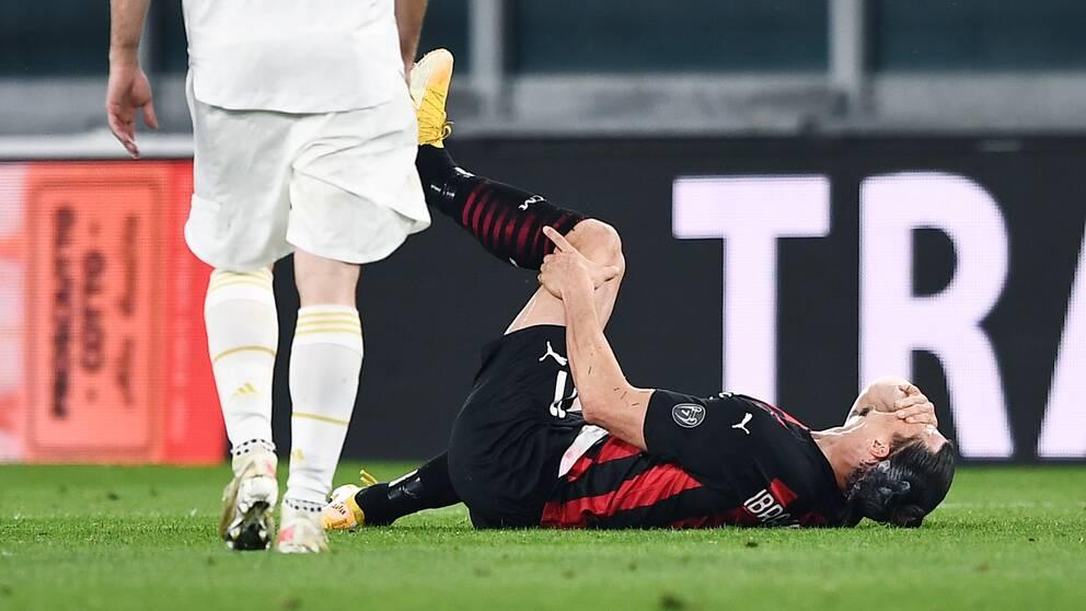 Zlatan Ibrahimovic vrider sig i smärtor i en Serie A-match mot Juventus den 9 maj.