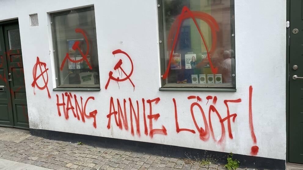 Centerpartiets lokaler i Lund har utsatts för klotter
