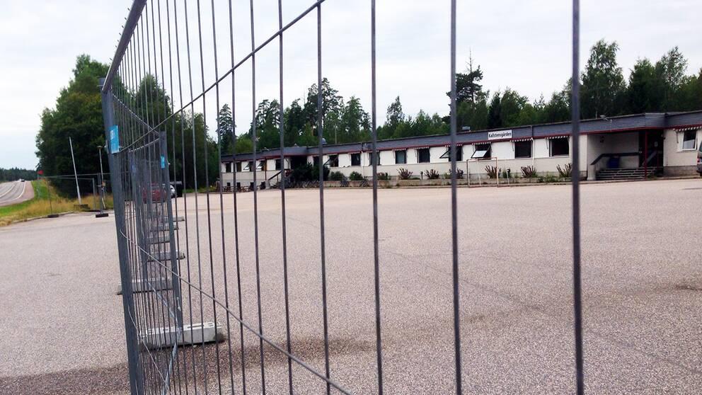 Mannen som erkänt sig skyldig till morden på Ikea bodde på ett asylboende i Arboga.