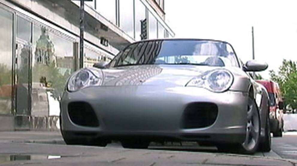 Porsche på handikapp-plats