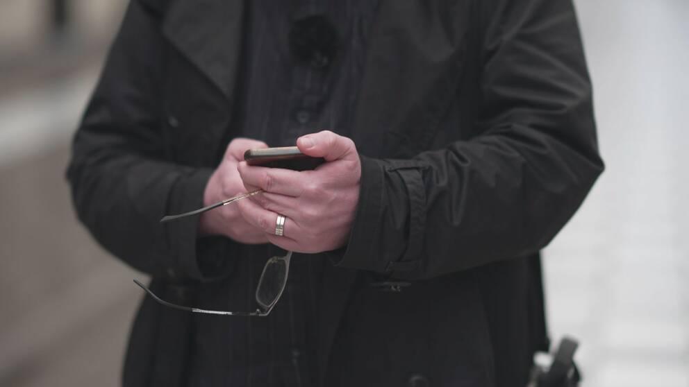 Här söker SVT:s reporter de ansvariga bakom mobilföretaget i Örebro.