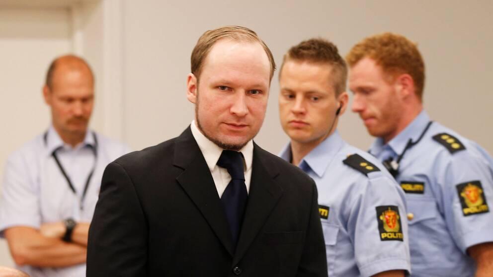 Under hela rättegången föreföll Anders Behring Breivik vara oberörd.