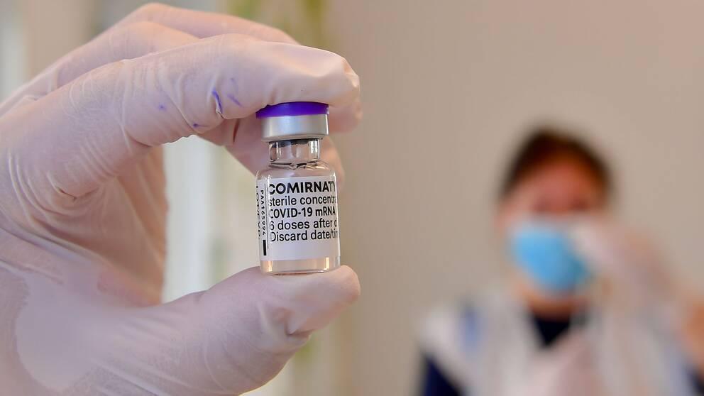 En flaska med vaccin
