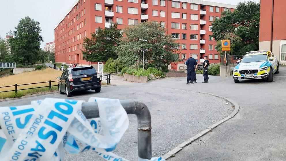 Poliser på plats i Flemingsberg