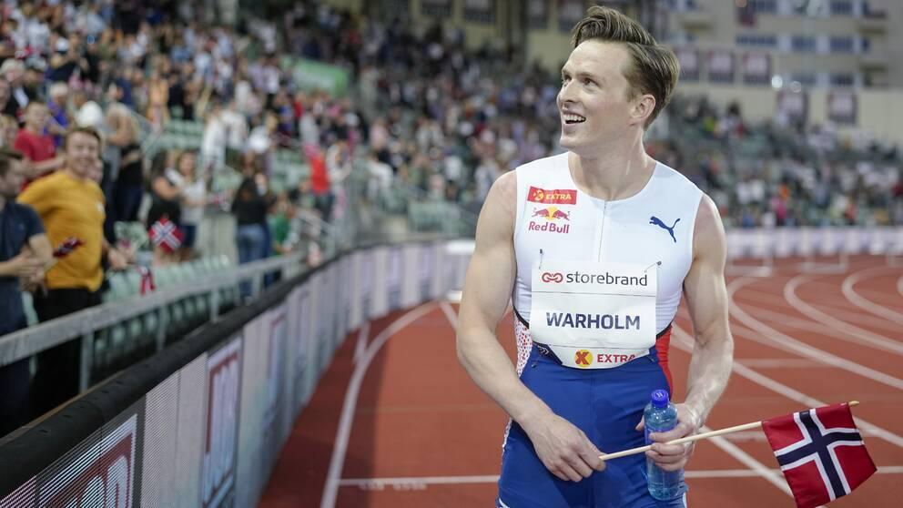 Karsten Warholm efter att han tagit världsrekord.