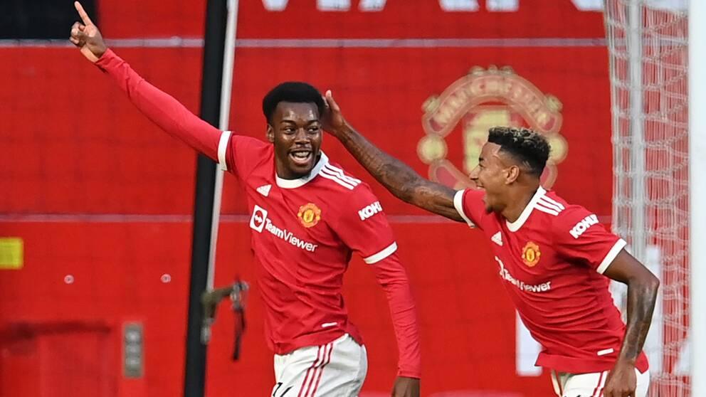 Anthony Elanga, till vänster, måljublar för Manchester United.