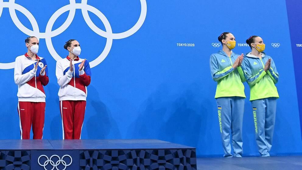 Det blev rörigt när de ryska och ukrainska konstsimmarna skulle få sina OS-medaljer.