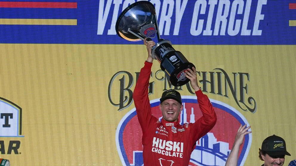 Marcus Ericsson fick jubla över en Indycar-seger i Nashville i natt.