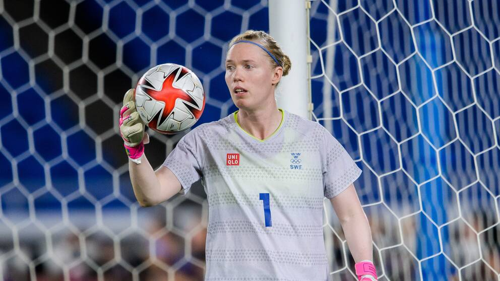 Hedvig Lindahl fortsätter i landslaget.