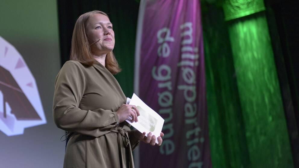 Partiledaren Une Aina Bastholm talade på MDG:s valvaka.