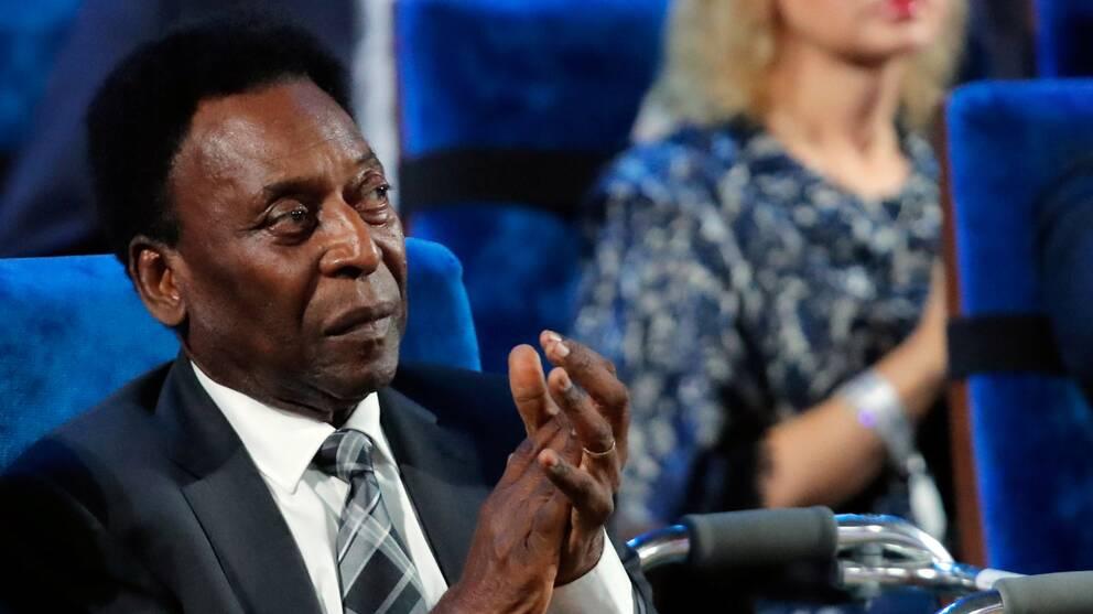 Pelé opererades för en tumör i tjocktarmen.