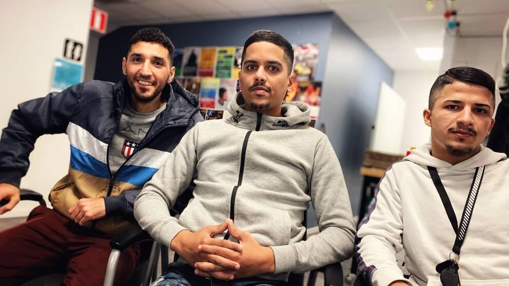 Hamza Elfituri tillsammans med vännerna Shahram och Abbe Naji som även han är från Klockaretorpet.