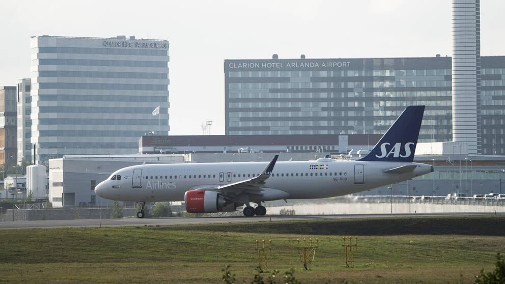 Ett SAS-plan på Terminal 5 på Arlanda flygplats.