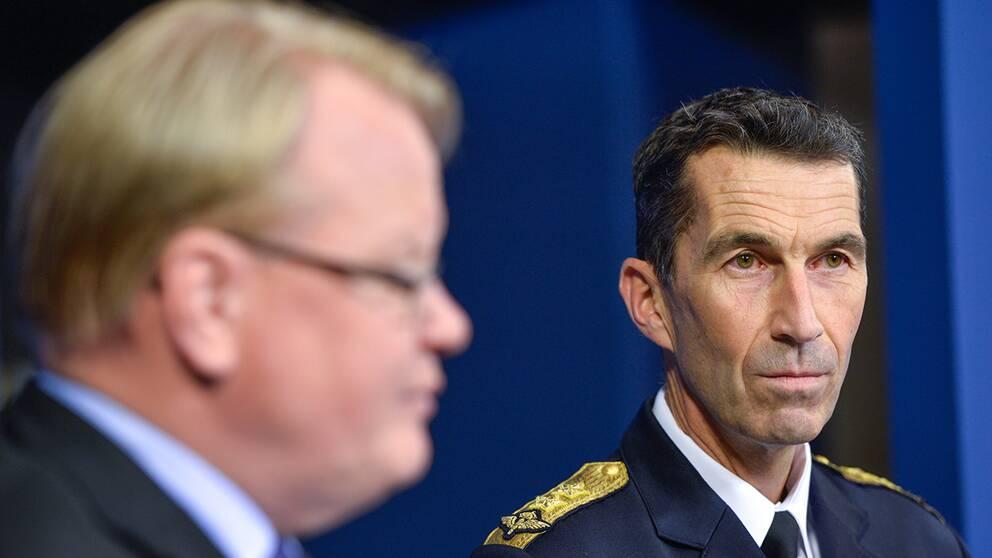 Den nya ÖB:n Micael Bydén presenterades av försvarsminister Peter Hultqvist