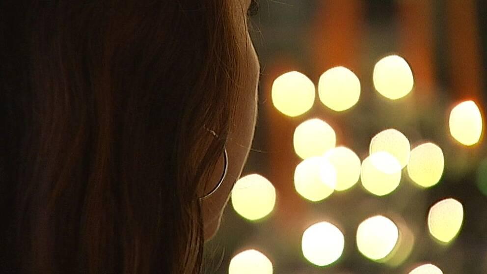 Kvinna i profil.