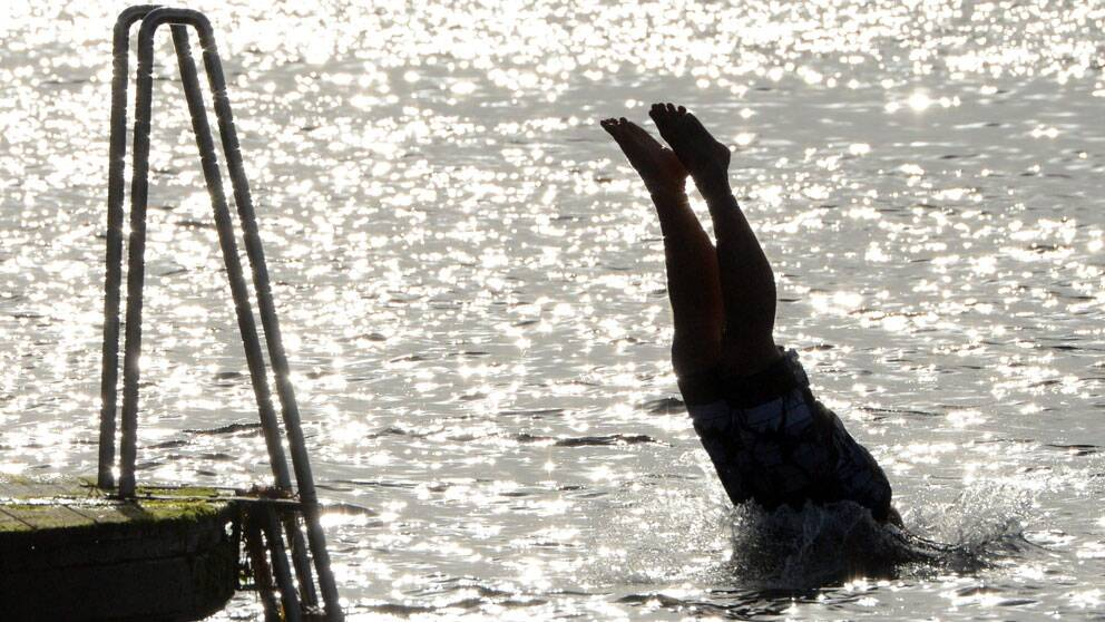 Värmen i södra Sverige bjöd på bad. Här i Malmö. Foto: Scanpix